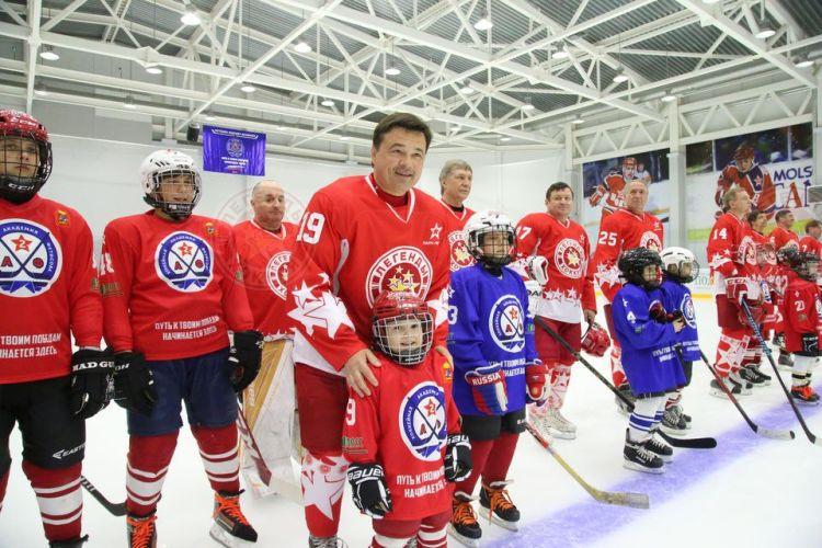 «Легенды хоккея» приняли участие в открытии нового спортивного комплекса