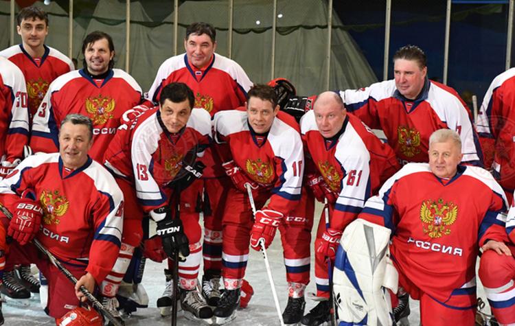 «Легенды хоккея» провели благотворительный матч за полярным кругом