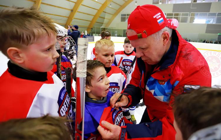 Во Владивостоке и Хабаровске прошли мастер-классы от легенд мирового хоккея