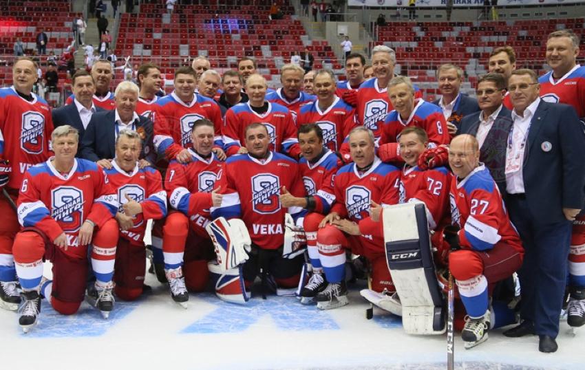 Владимир Путин сыграл за «Легенд хоккея» в Сочи