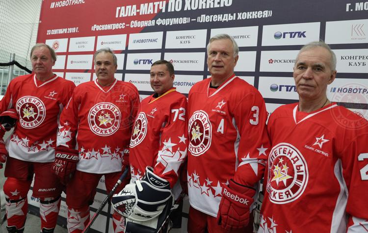 Легенды хоккея и члены Roscongress Sport Club сыграли в Москве
