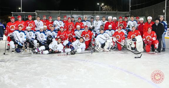 «Легенды хоккея» приняли участие в благотворительном матче.