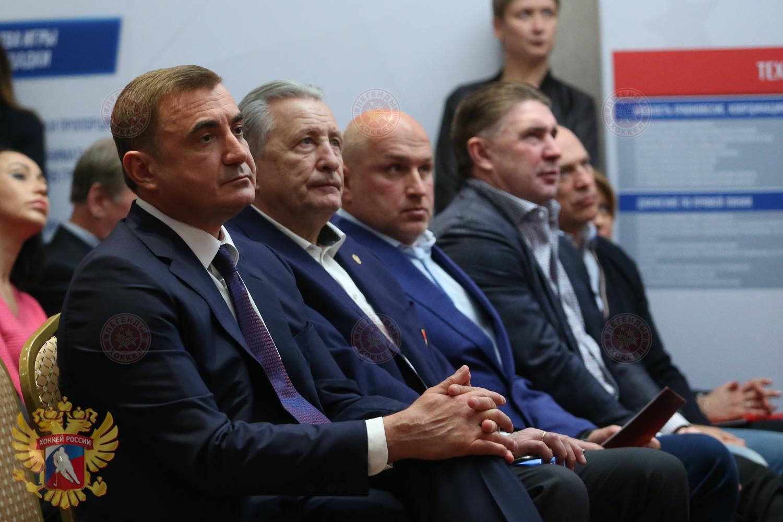 "Легенды хоккея на форуме ""Красная машина"" в Туле"
