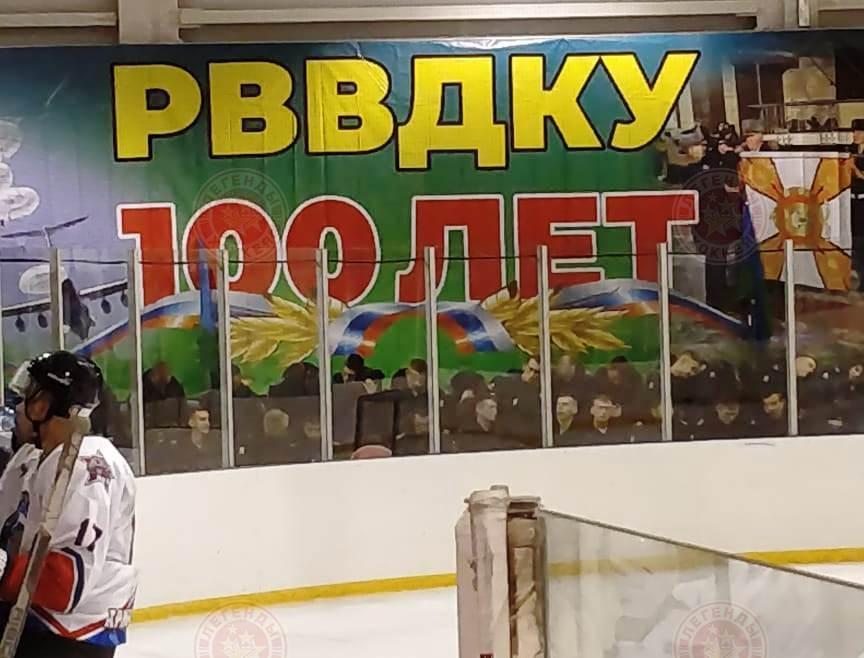 Легенды хоккея побывали в десантном училище