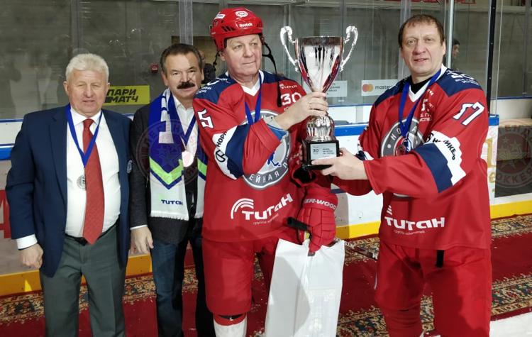 В Омске прошёл матч между «Легендами хоккея» и «Друзьями Титана»