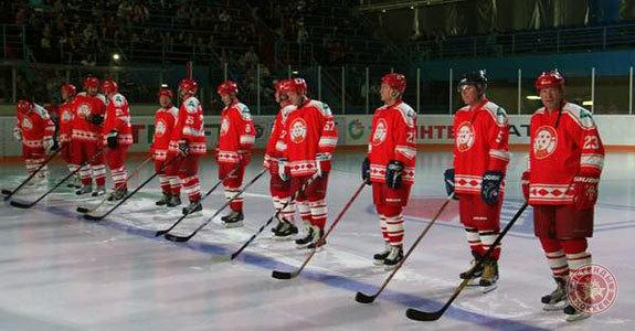 «Легенды хоккея СССР» и команда ОАО «Татнефть» скрестили клюшки